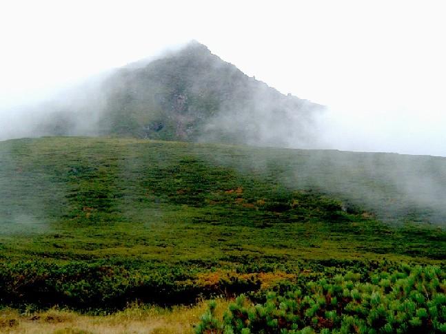 080830雲の切れ間の羅臼岳 082.ajpg.jpg